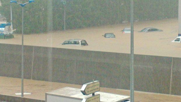 Floods in Jeddah 2011.jpg 2