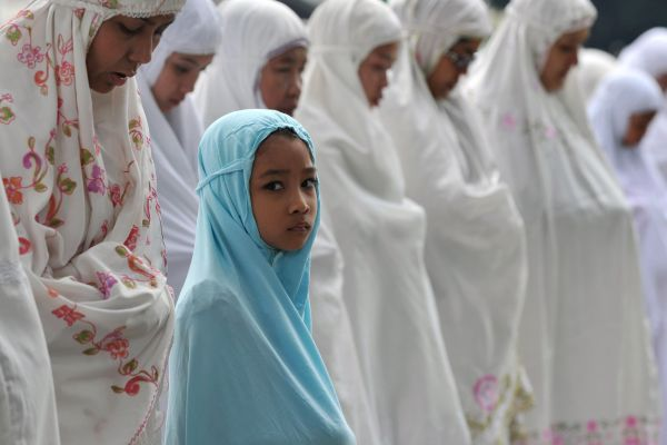 Indonesia Muslim Women offering Eid Prayers