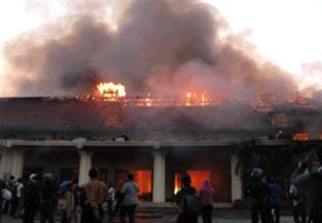 INDONESIAN Shia School Boarding House Set on fire by Wahabi