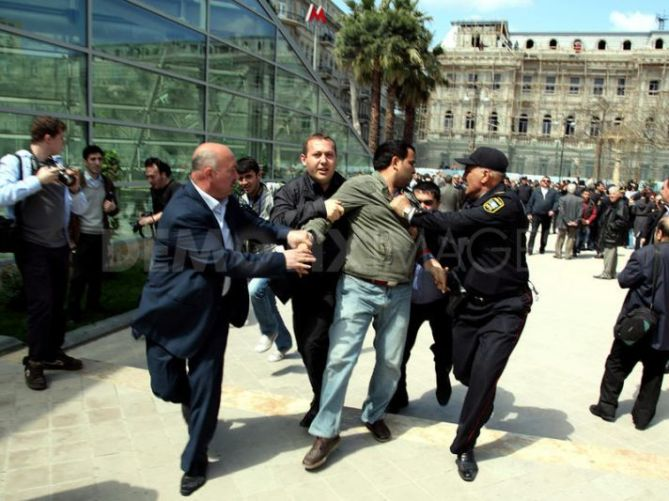 Azerbaijan Police Detains Dozens of Musavat Party Activist