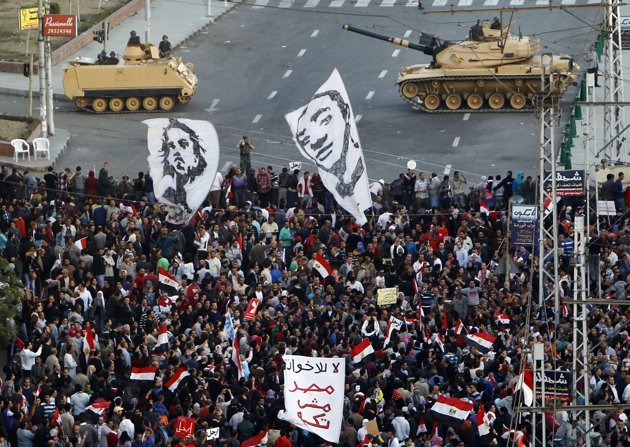 Egyptian Protesters March Towards Presidential Palace