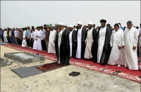 Bahriani Shia Pray on the Site of Demolished Mosque by Al Khalifa Monarchy a