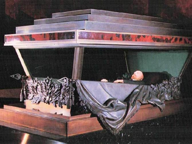 Vladimir Lenin's Body in Museum still awaiting Burial