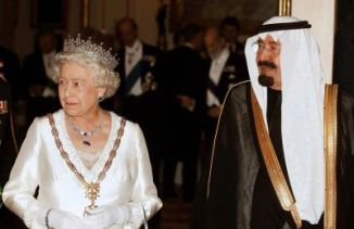 King Abdullah of Saudi Arabia (R) and Qu