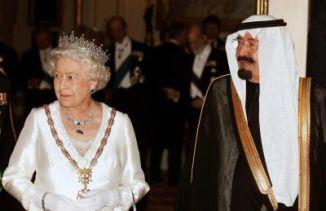 King Abdullah of Saudi Arabia (R) and Qu