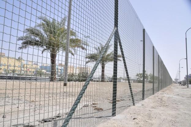Bahrian Govt. fences the Shia - Sunni areas
