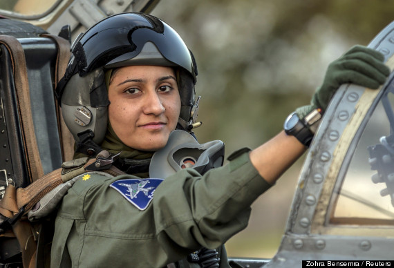 pakistans-first-female-fighter-pilot-ayesha-farooq.jpg