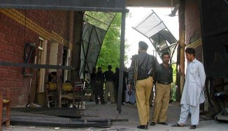 Hundreds escape in Taliban jail attack