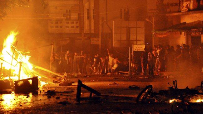 Burmese Budhist Burn Muslim homes and shops in Yangoon