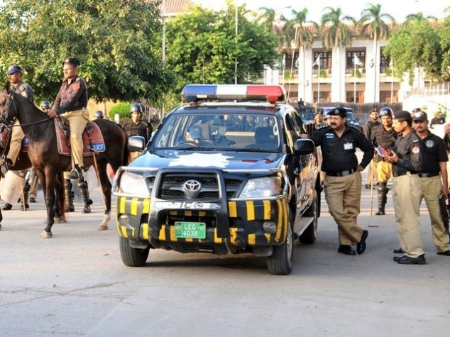 Pakistani Police high headedness