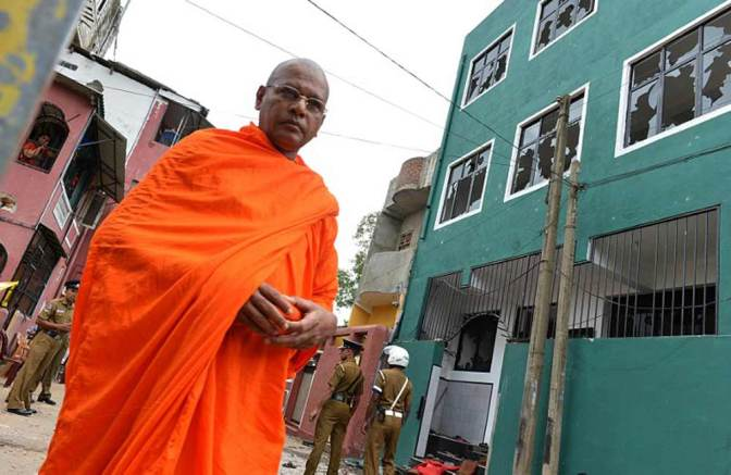 Srilankan Mosque vandalised by Buddhist Monks