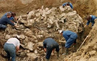 Bosnian Genocide in Srebrenica , Mass Grave excavated