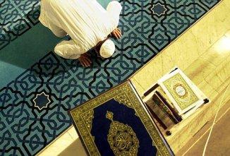 Israeli Soccer fans Burn Quran and Insult Islam