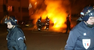 Over 1000 Cars Torched in Paris , France