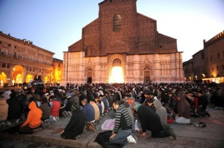 Italian Muslims Praying