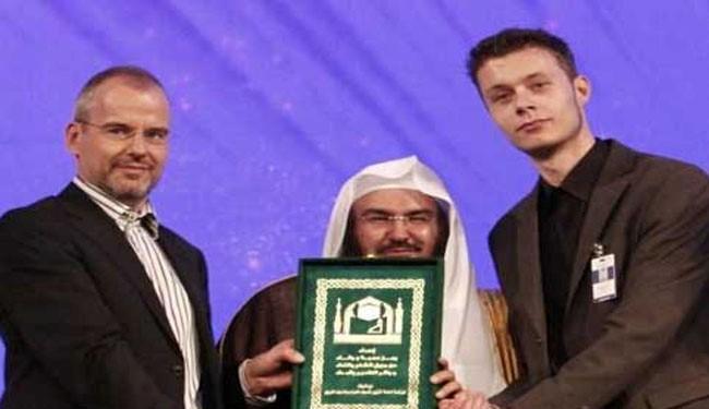 Son of distributor of anti-Islam film converts to Islam