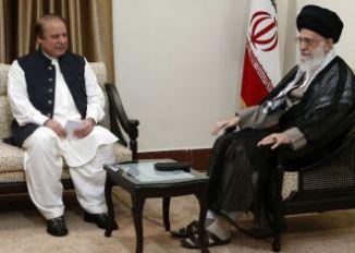 Pakistani PM Nawaz Shariff with Irani Supreme Leader Kahmenai