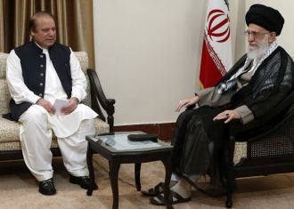 Pakistani PM Nawaz Shariff with Irani Supreme Leader Kahmenai