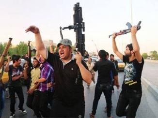 Iraqi Civillian hold the terrorists