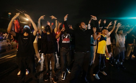 Curfew Violated in Ferguson , Missouri , USA