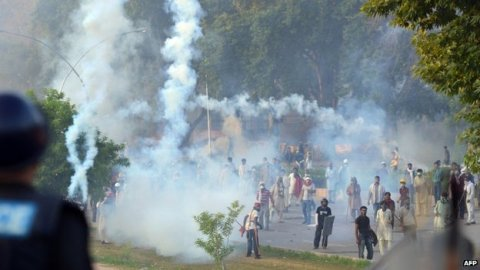 Heavy Police shelling at the PTI and PAT workers in Islamabad