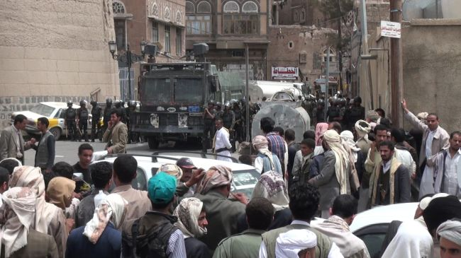 Yemeni Forces Clash with Shia Houthi Fighters in Sanaa