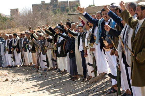 Shia Houthi fighters Seize TV Station , Presidential Palace under Siege