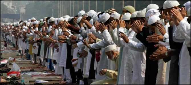 Indian Muslims offering Eid Ul Azha Prayers
