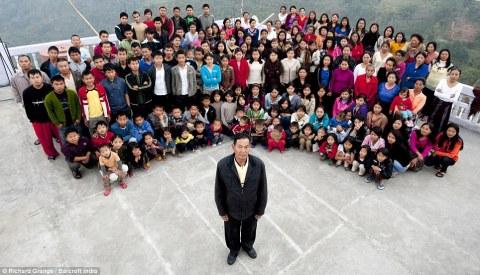World Biggest Family with 39 Wives 94 Children & 33 Grand Children
