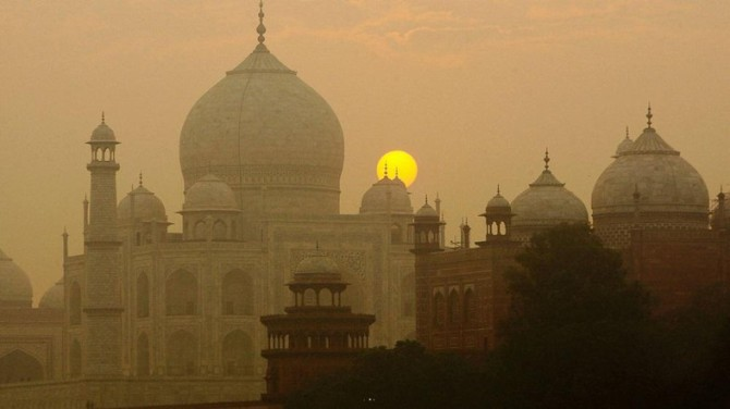 Indian Taj Mahal Threatened By Pollution and Insects